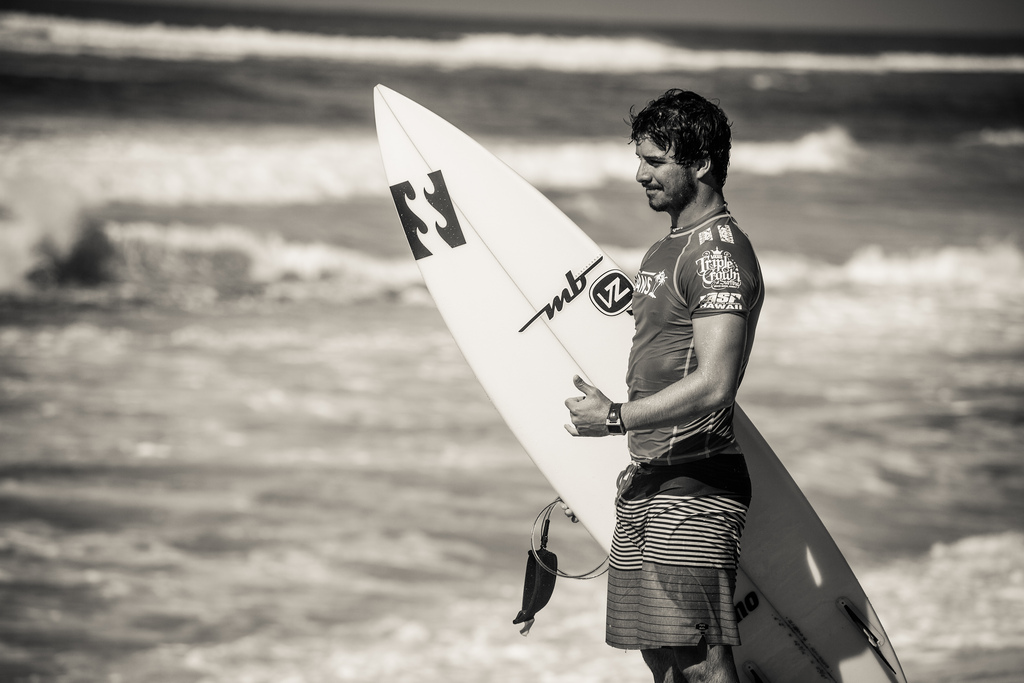 professional surfer ricardo dos santos vans world cup hawaii