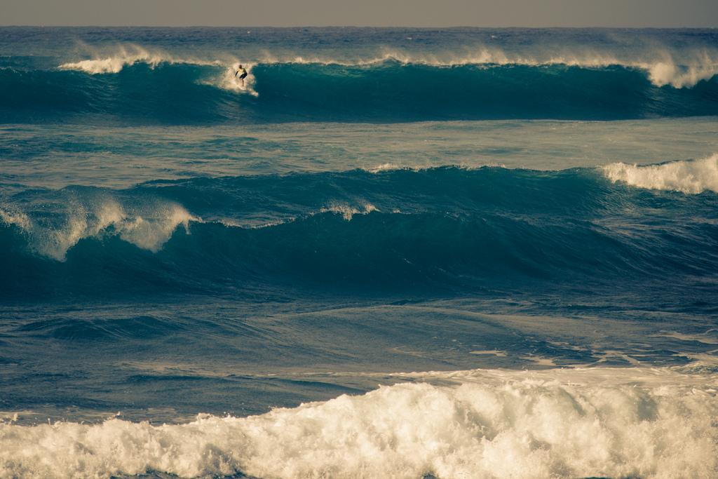 north shore oahu hawaii surfing